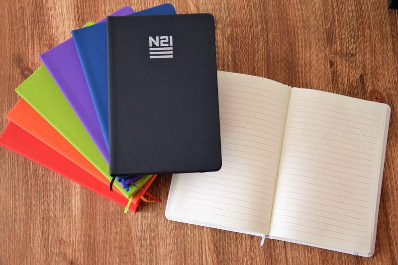N21 Notebad märkmik logoga