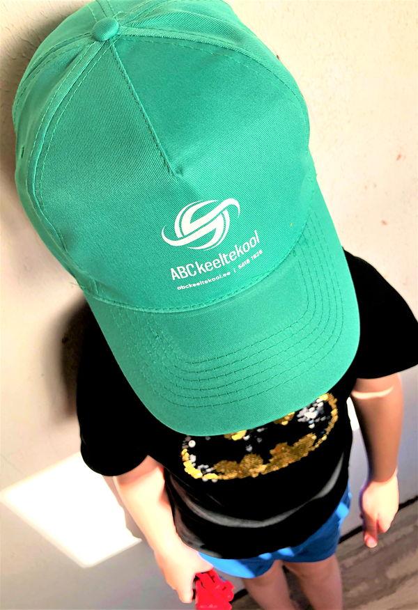 Kapasore Tehtud Tööd Logoga ABC Keeltekool nokamüts